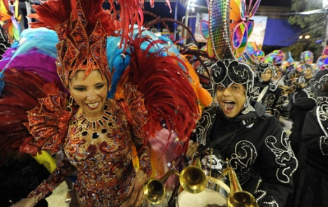 Patricia Nery, Queen of the drums of Renascer de Jacarepaguá, samba in front of the drummers - photo: Antonio Scorza / AFP