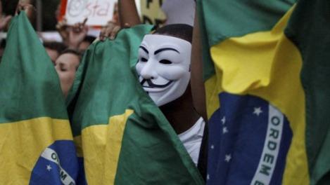 140232-mascara-anonymous W540 100dpi