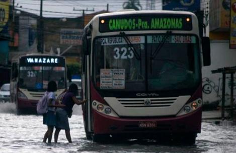 Forte chuva causa alagamentos em Belém (PA)