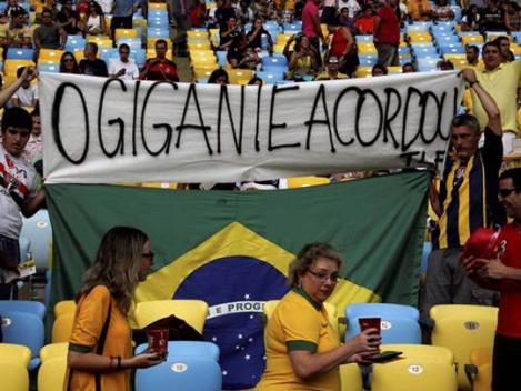 140330-Torcedores protestam durante a Copa das Confederações - Custódio Coimbra-Agência O Globo W540 100dpi