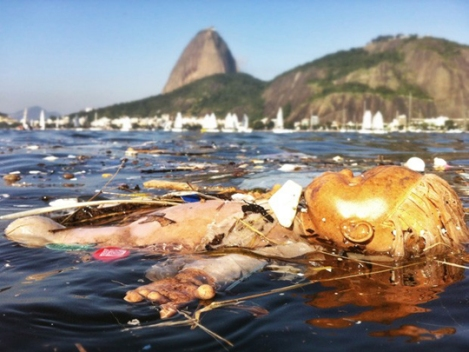 The actual situation of the pollution of Guanabara Bay, where yachting will be contested