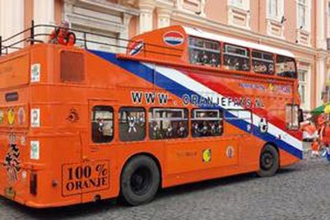 140606-O ônibus Bristol VR, ano 1979, já estece nas Copas da Alemanha e África do Sul. Agora está no Brasil - André Miranda W540 100dpi