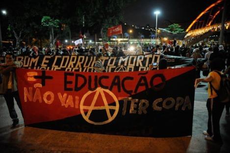 140526-Protestos contra a copa 20140516 W540 100dpi